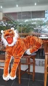 Patung harimauuu besar