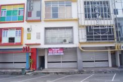 3 storey shop lot taman bera utama triang for sale
