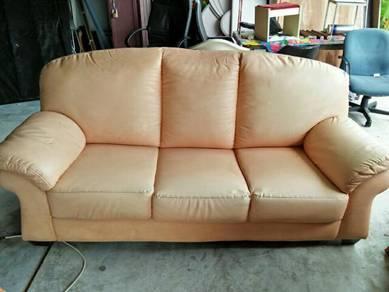 Sofa (3 tempat duduk)
