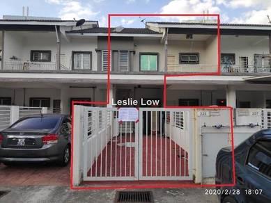 TOWNHOUSE : No.225, The Lake Residence Taman Putra Perdana, Puchong