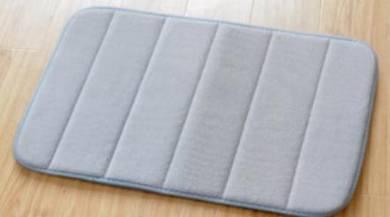 Anti-slip foam bath mat