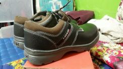Safety shoe for sell.