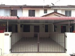 A renovated double sty at taman utama bercham