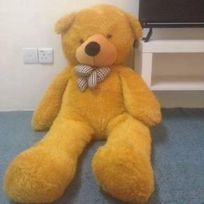 Patung bear besar