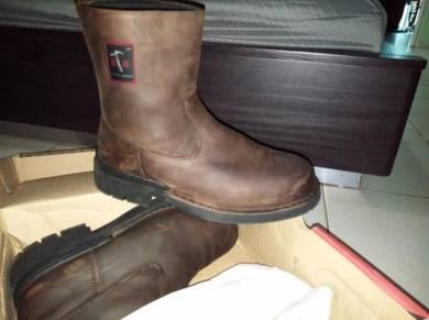Black hammer safety shoes