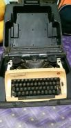 Type writer mesin taip olympia antik