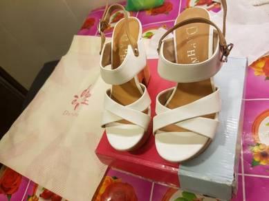 Daphne shoes ekslusif