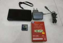 Nintendo DS Lite with R4i card