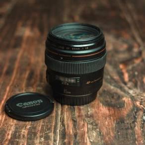 Canon 85mm f/1.8 usm