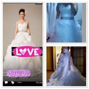 Pre loved Vera Wang (not orginal) wedding gown