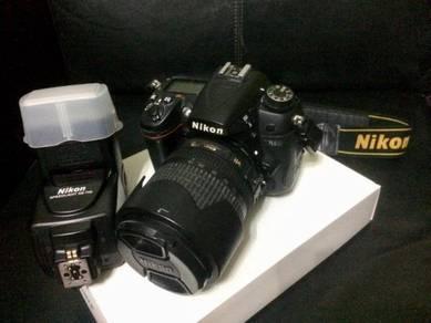 Nikon D7000 Set with Lens + Nikon Speedlight