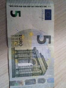 5 Euro bank note