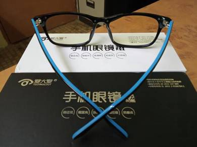 Eyes care glasses for mobile phone user
