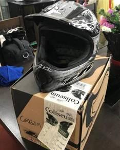 THE Carbon Fibre Mountain Bike Helmet