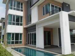For Rent 3 Storey Bungalow With Pool At D'Kayangan Section 13 Sha