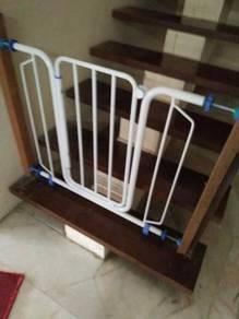 Bayi pagar Penghalang sekat tangga