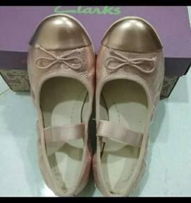 Kasut budak Clarks - Clarks shoes