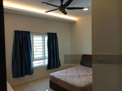 Middle Room to Rent - FREE FOR ONE MONTH STAY(Terms & Condition Apply)