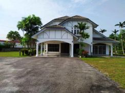 2 Storey Bungalow Huge Land at Taman Paroi Jaya for Sale
