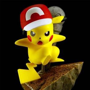 Pokemon Pikachu Poke Studios hat mic ver statue