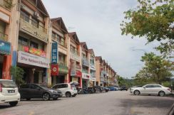 3 Storey Shop office Facing main road Taman Equine Putra Permai