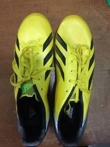 Football shoes (Adidas F30)