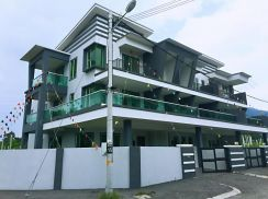 2.5 Storey Terrace NEW House Near Seri Botani Entrance