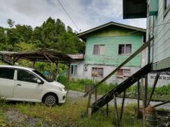 Well maintained kampung house gated and safety