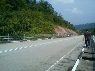 Tanah tepi jalan besar Kuala Wau, Maran, Pahang