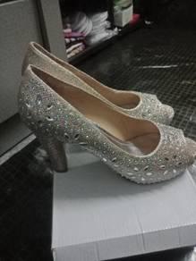 Saya nak buat preloved kasut wedding