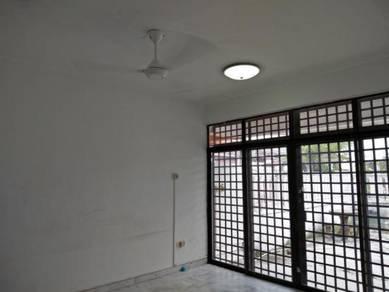 Taman Daya house for rent