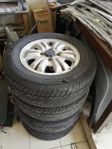 Honda cr-v 1997 rim and tyre
