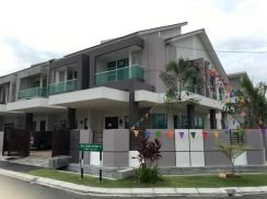 [No hidden charges] 2 Storey Superlink Terrace FREEHOLD Near Sg Besi