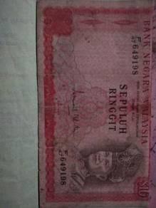 Duit RM10 lama.