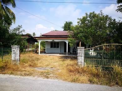 Rumah sesebuah 1 tingkat, pokok sena, sungai dua pulau pinang