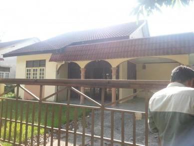 Rumah Banglo setingkat depan stadium gong badak untuk disewa