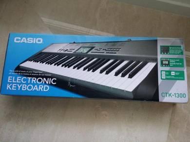 Casio ctk-1300 digital music piano keyboard new