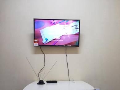 Pemasangan tv bracket/installation tv bracket