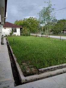 Corner lot semi d halaman luas padang serai