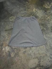 Skirt paras lutut