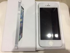 Apple Iphone 5 16gb White Refurbished Set like new