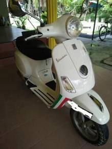 Vespa scooter lx150