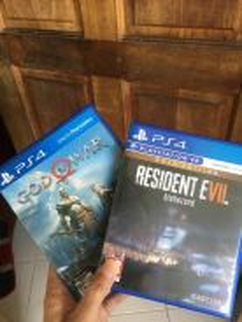 Ps4 god of war/ resident evil 7 gold edition