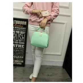 Sling shoulder tote bag green 1