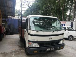 Hino wu 410r 14.5ft good condition