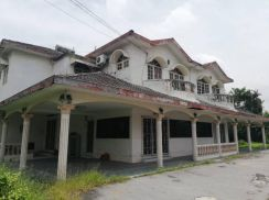 Freehold 2 house combie, big land at ipoh town taman idris for sale