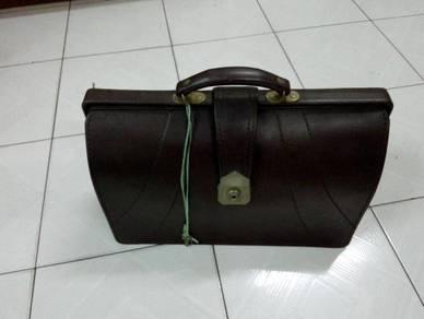 TExp Briefcase With Key Lama Vintage Old