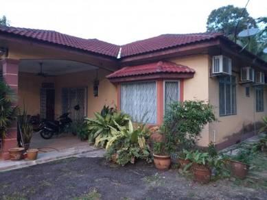 Kebun Dusun Buah-Buahan & Banglo