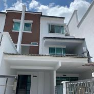 Airport Road Taman delight Town house For Rent
