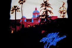 T Shirt THE EAGLES - Hotel California [S] NEW